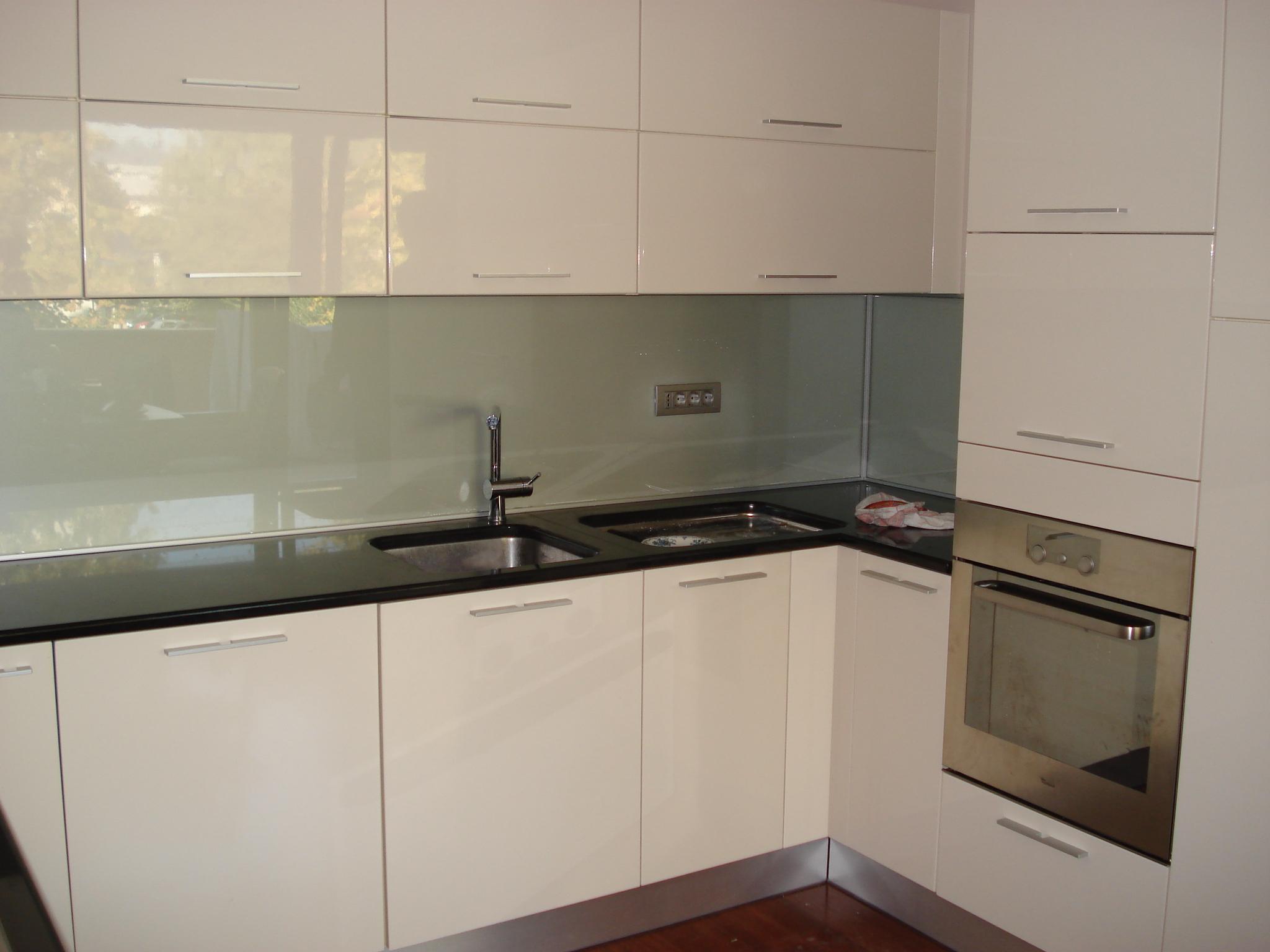 Steklarstvo Kresal- Kuhinjska stenska obloga