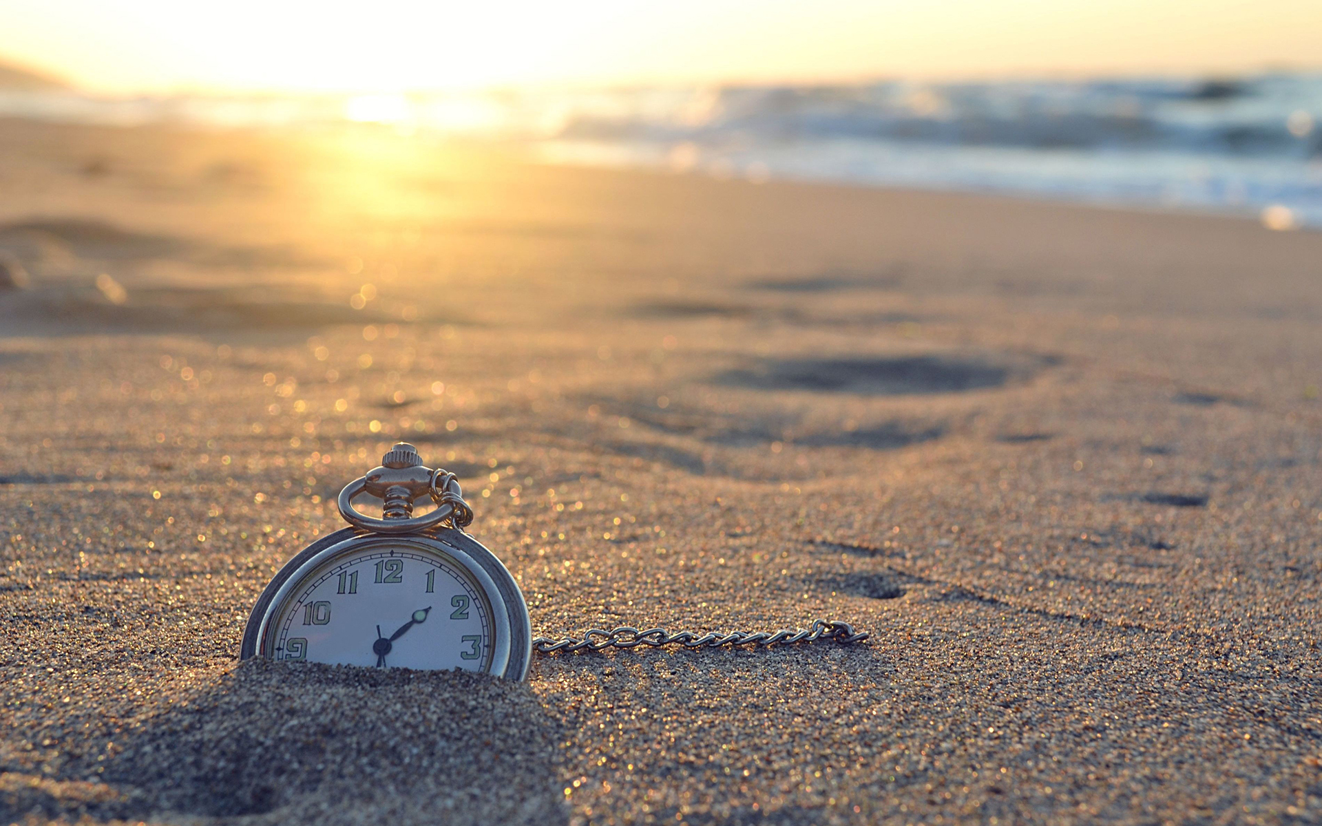 Summer-Clock-Beach