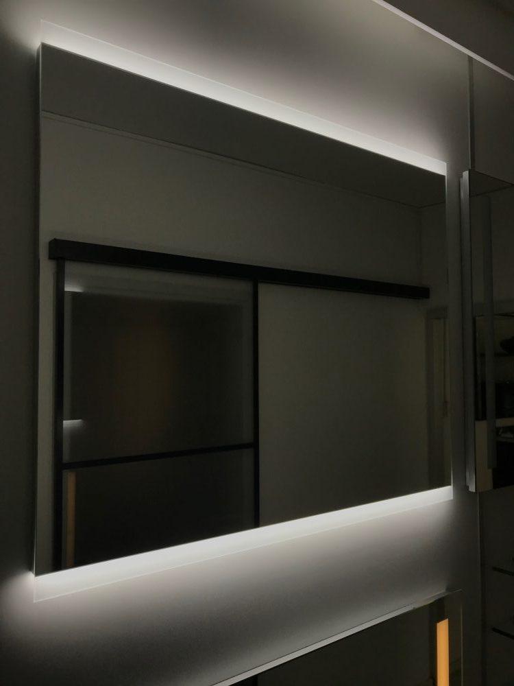 Ogledalo z ambientalno osvetlitvijo_Steklarstvo Kresal